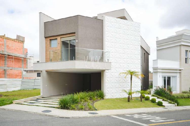 Casa em condomínio alto padrão com 3 suítes