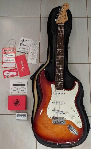 Guitarra fender standard plus top - impecável