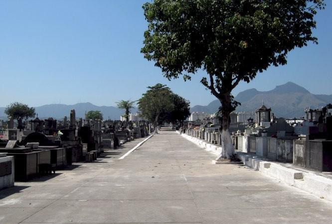 Jazigo perpétuo no cemitério de inhauma rj