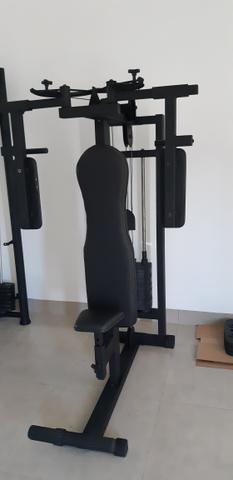Aparelhos de academia musculação.