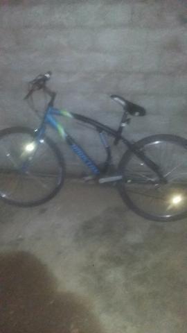 Bicicleta com macha e com aro26