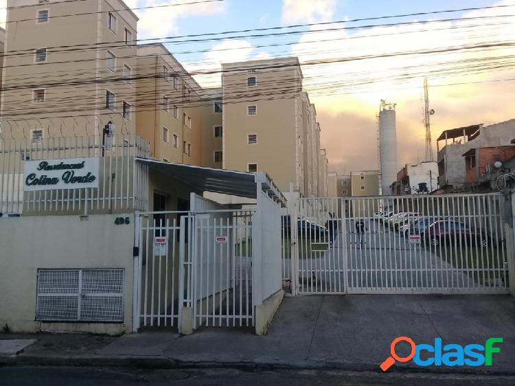Vende apartamento de 45m² com 2 dormitórios e 1 vaga