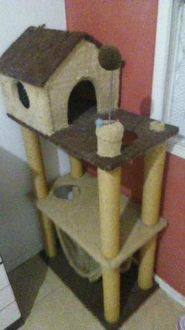 Arranhador para gato três andares