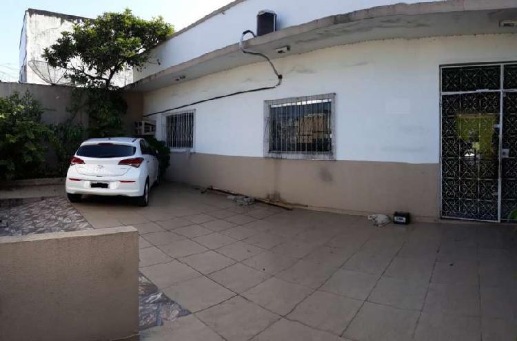 Casa na avenida constantino, com terreno 12 x 45. ótima