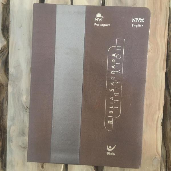 Bíblia bilíngue