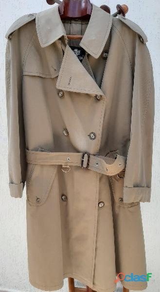 Sobretudo trench coat feminino, cor verde militar. Da Werther.