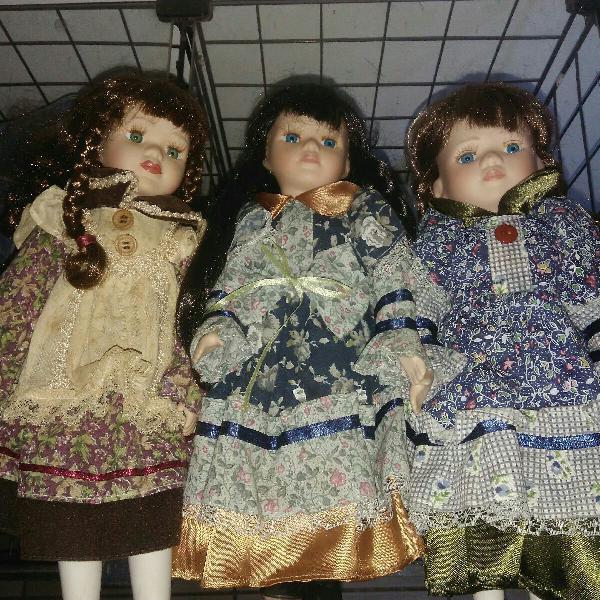Três lindas bonecas de porcelana vintage dos anos 80/90.