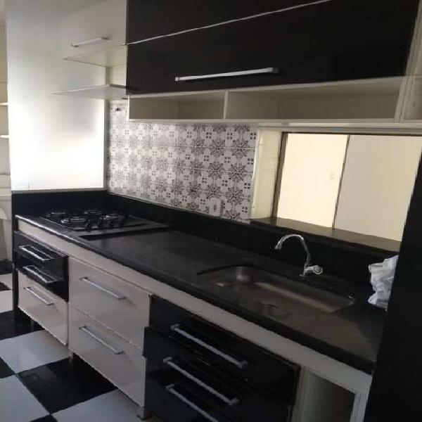 Apartamento 3 quartos suíte e varanda em itapuã c/