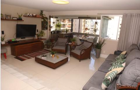Apartamento para venda possui 211 metros quadrados com 4