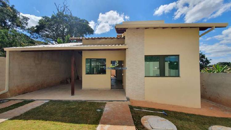 Casa com 03 quartos sendo 01 suíte em lote com 360 m² em