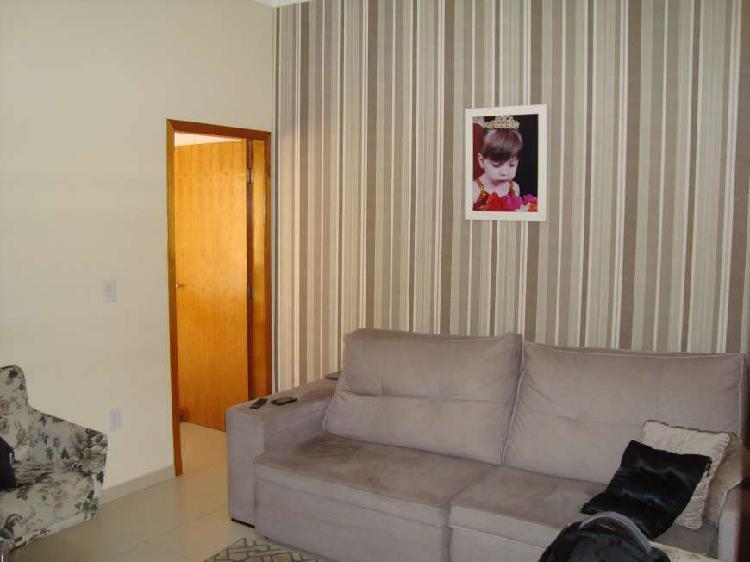 Casa com 3 dorm/sendo 1 suíte, área de lazer com churrasq.