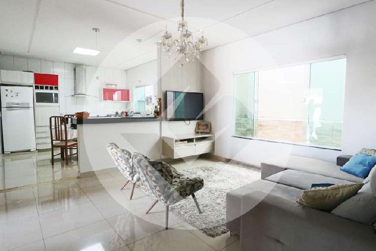 Casa para venda possui 135 metros quadrados com 3 quartos a