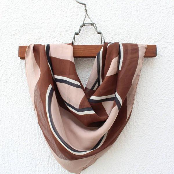 Lenço de seda rosé e marrom