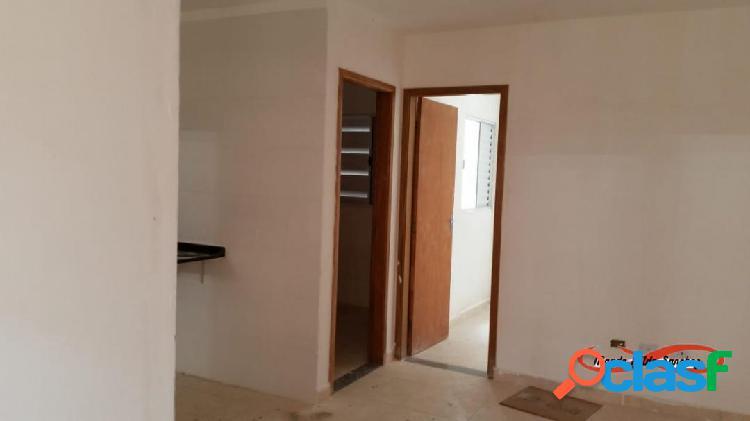 Dois dormitórios - entregues c/cerâmica e louças instaladas