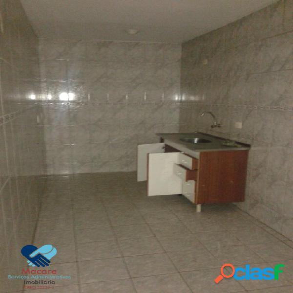 Aluga-se casa 3 cômodos + banheiro e lavanderia.