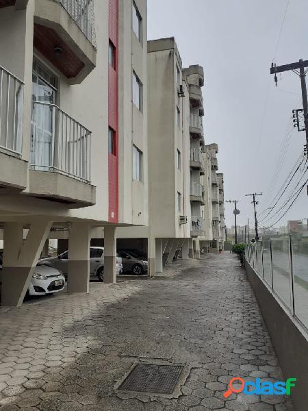 Apartamento bem localizado no abraão - 2 dormitórios, garagem e elevador