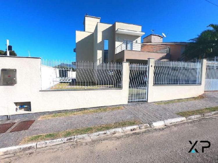Casa na pedra branca, linda com 4 dormitórios sendo 1
