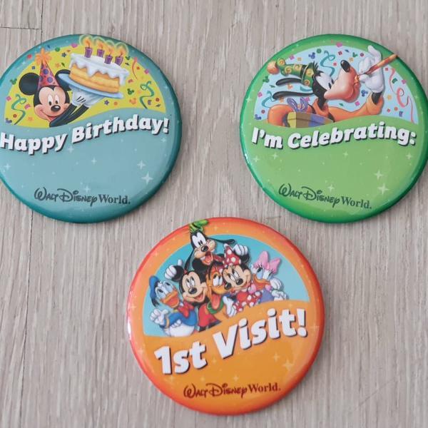 2 bottons oficiais souvenir walt disney world resort orlando