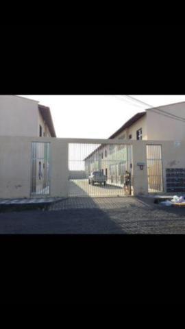 Alugo casas com 02 quartos vizinho ao conjunto esperança