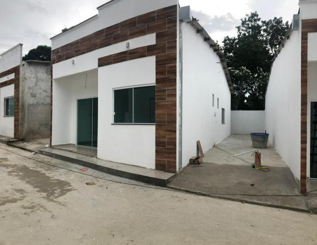 Residencial fechado/ 3 dormitórios/ garagem lateral- pq das