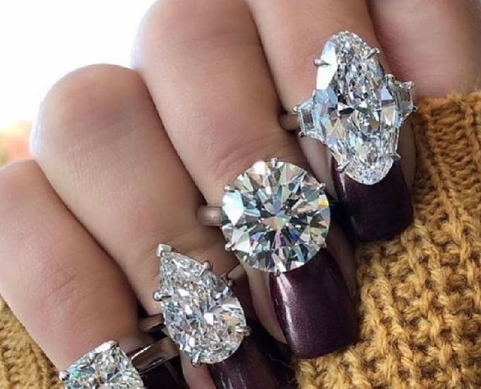 Avalio diamantes, jóias e relógios