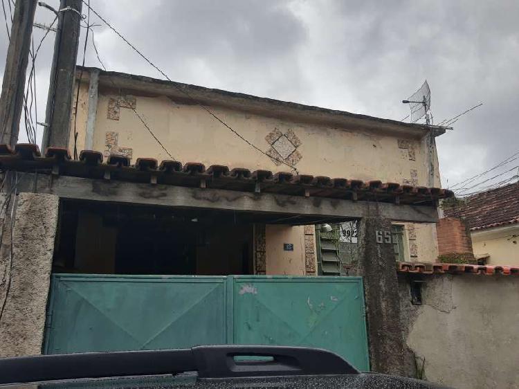 Casa a venda com 2 quartos + quitinete independente, bairro