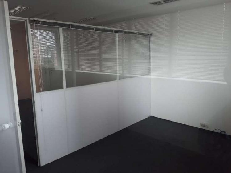 Conjunto comercial com 48 m2, ar condiconado, 2 banheiros,