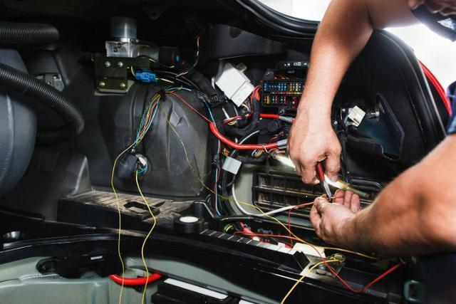 Instalador de acessórios automotivos