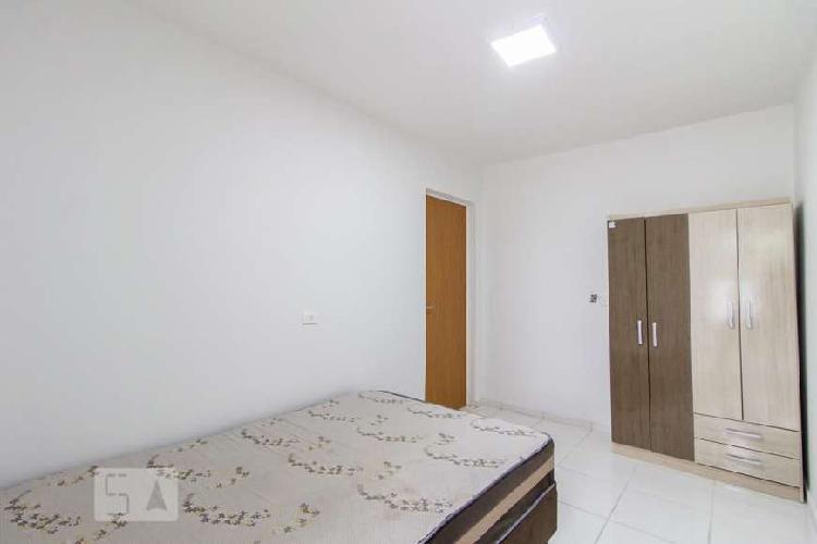 Studio kitnet alto padrão com banheiro suite e varanda