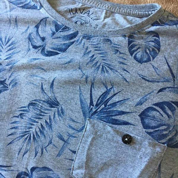 Blusa cinza estampa folhas