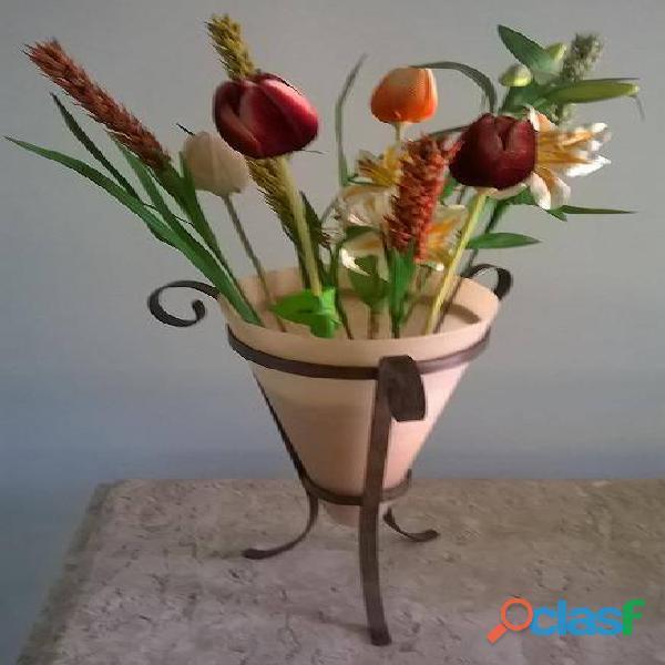 Vaso decorativo em vidro com suporte em ferro + flores artificiais