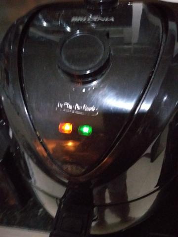 Fritadeira sem óleo air fryer britânia