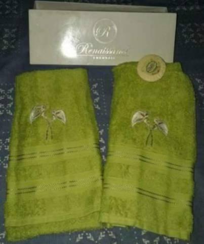 Novas! par de toalhas bordadas (karsten) - rosto (na caixa)