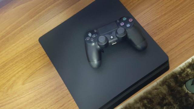 Playstation 4 - 1 tb + 1 controle + 6 jogos