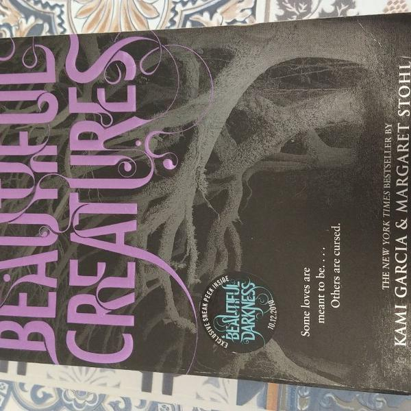 "Livro ""beautiful creatures"""