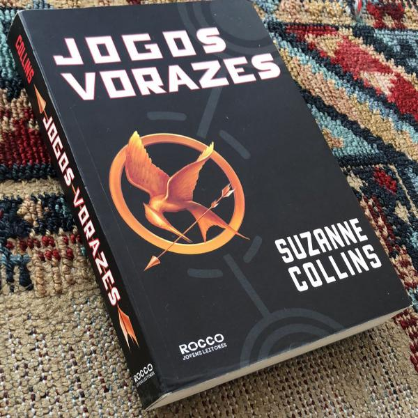 livro jogos vorazes; suzanne collins