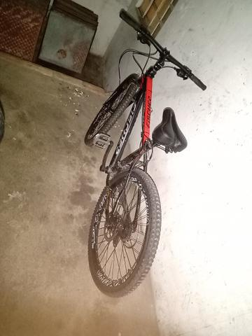 Bicicleta aro 26 freio hidráulico