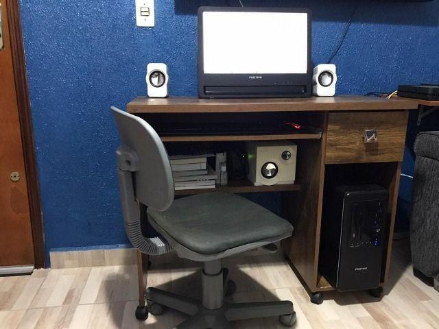 Computador, mais mesa de pc e acessórios
