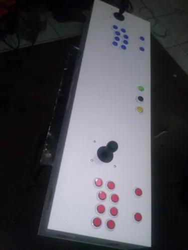Controle arcade duplo.