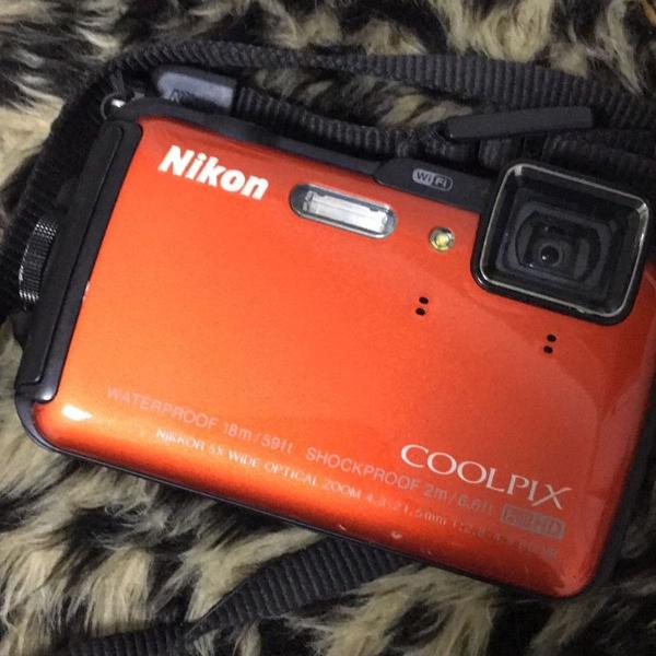 Máquina fotográfica nikon coolpix prova dágua fullhd