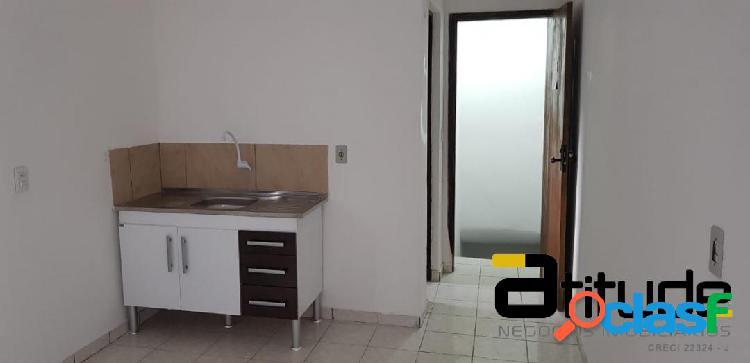 1 comodo amplo com banheiro para locação próx. centro de barueri