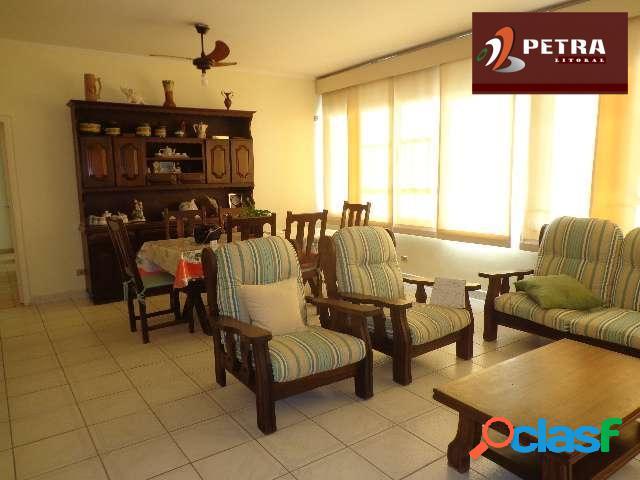 Apartamento com vista para o mar com excelente localização a 1 quadra da praia.