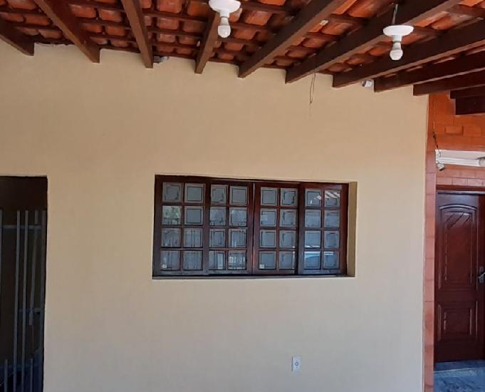 Casa com 3 dormitórios (1 suíte) 2 vagas e ar condicionado
