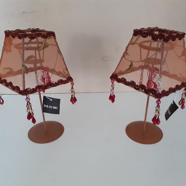 2 porta vela em formato de abajur rosados fofos.