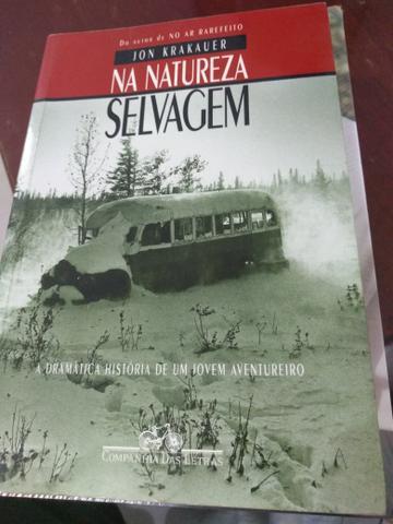 Livro na natureza selvagem