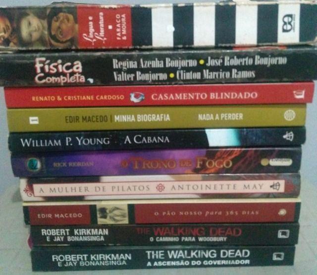 Livros de vários títulos