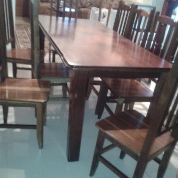 Mesa madeira com 8 cadeiras ( medidas 1.80 por 80)