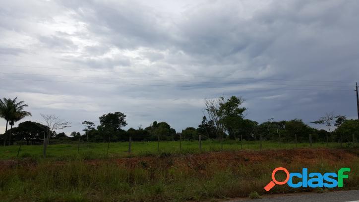 Fazenda com 100 hectares, às margens do asfalto
