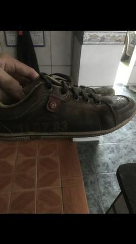 Lote de calçados de menino tamanho 32/33