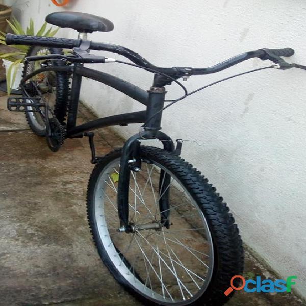 Bicicleta impecável